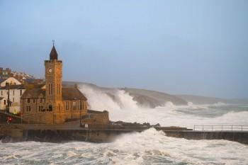 09-02-20-Porthleven-Storm-Ciara---Blue-Sky-IMG_5578-Watermark