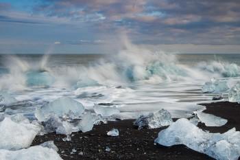11-Day7-Jokulsarlon-Ice-Lagoon-Beach-Crashing-Bergs---IMG_5365-Close